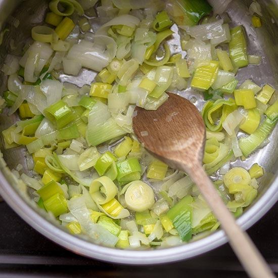 Chřestová polévka s rukolou - recept krok 2
