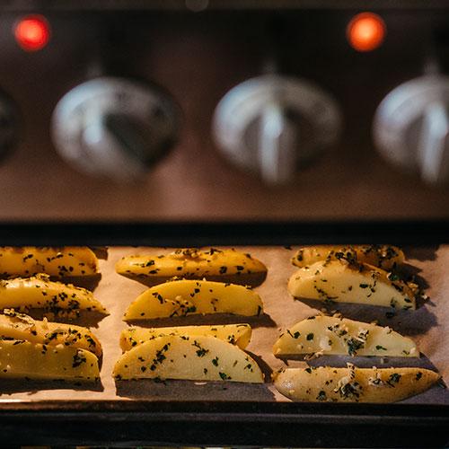 Farmářské bramborové hranolky  - recept krok 5